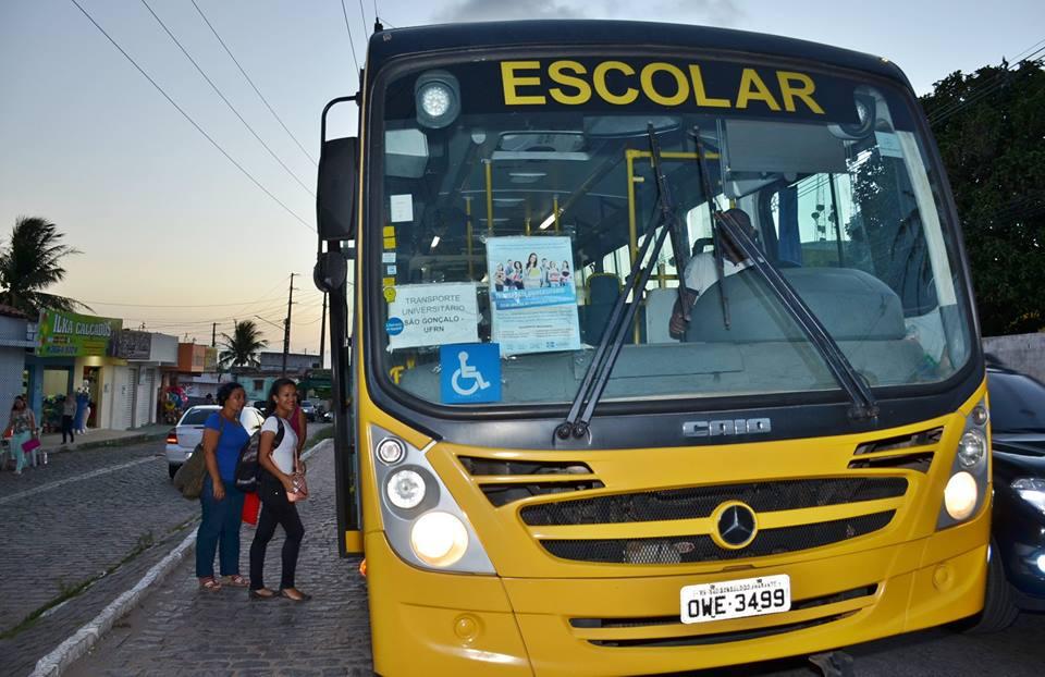 Transporte universitário gratuito beneficia 400 estudantes em São Gonçalo