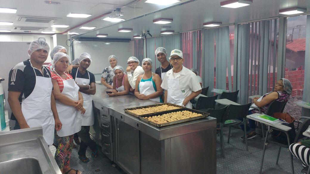 Moradores do Padre João Maria recebem cursos profissionalizantes