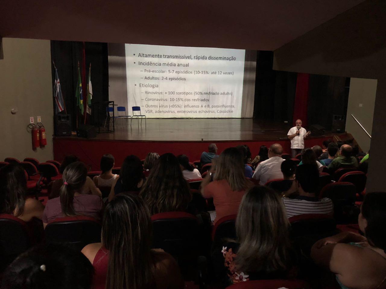 Médico infectologista realiza palestra sobre o combate ao H1N1