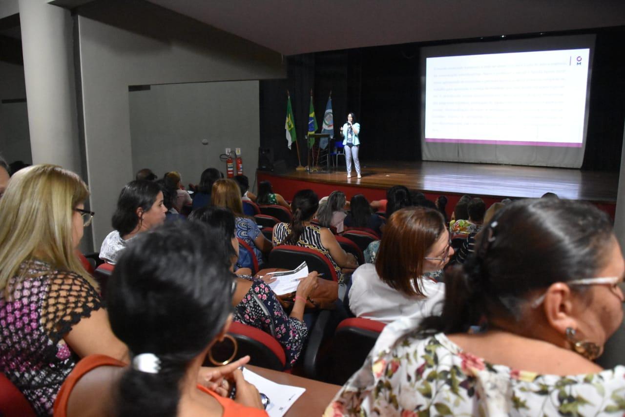 Educação: Secretaria promove debate sobre contextos sociais e interdisciplinaridade no ensino escolar