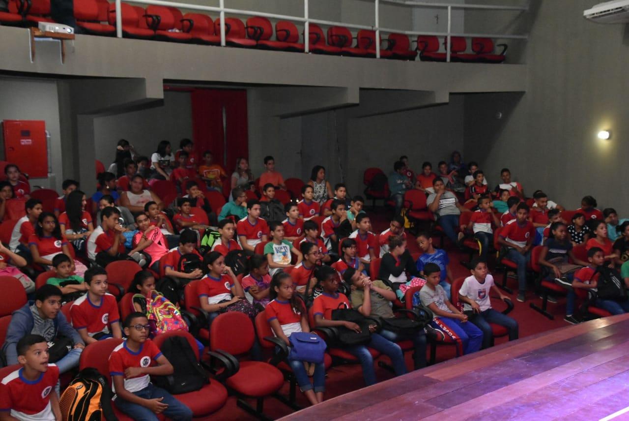 Alunos da rede municipal participam de palestra sobre conscientização ambiental