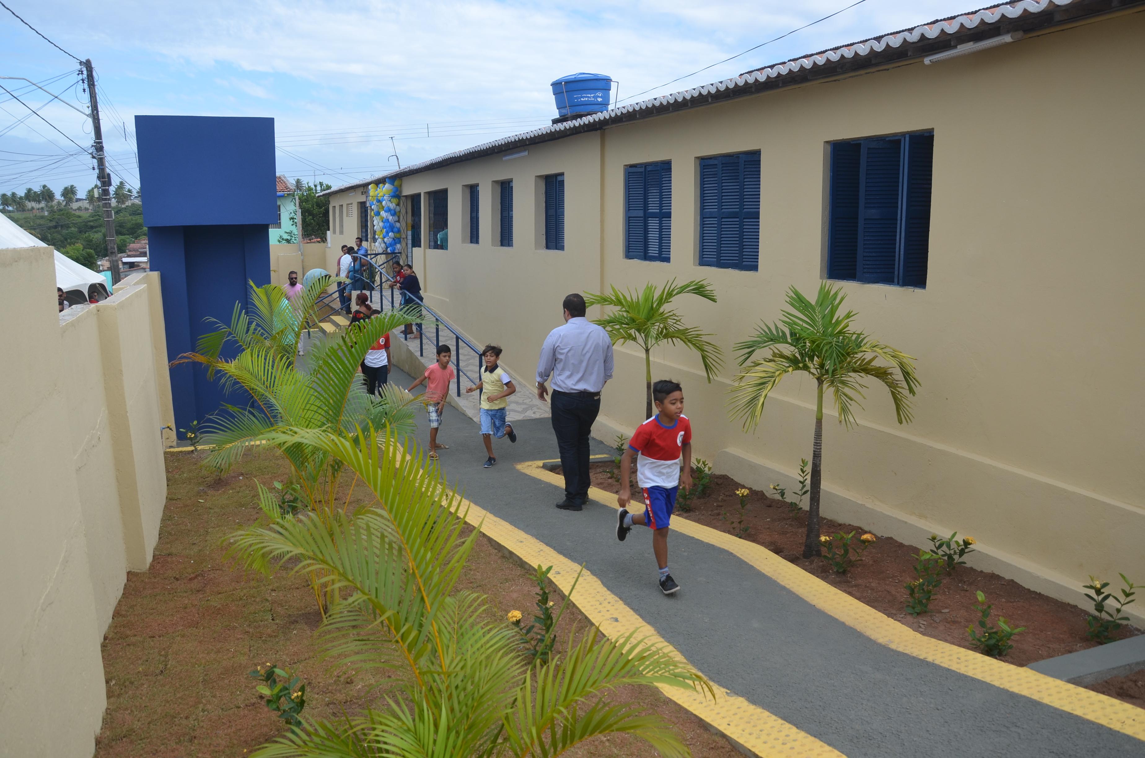 Prefeitura Municipal entrega ao bairro Jardim Lola a 50ª obra da atual gestão