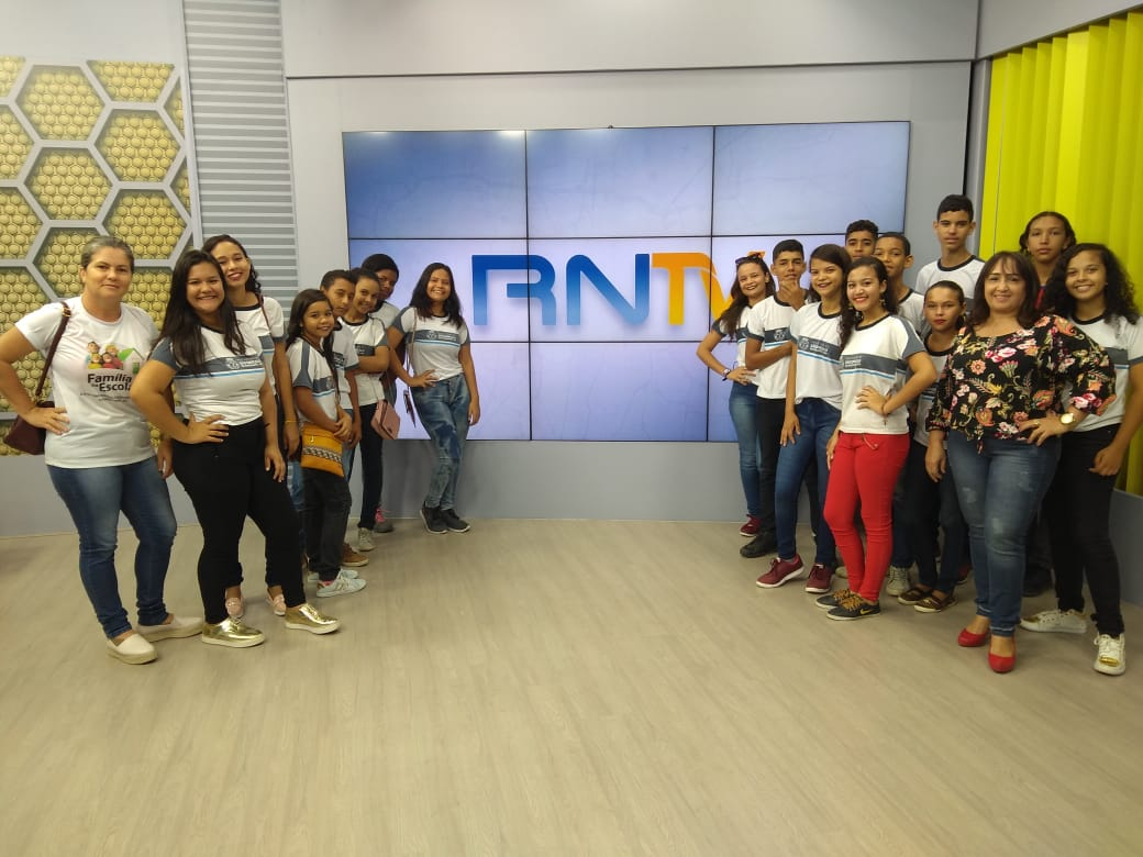Alunos da rede municipal de ensino de São Gonçalo visitam emissora de TV