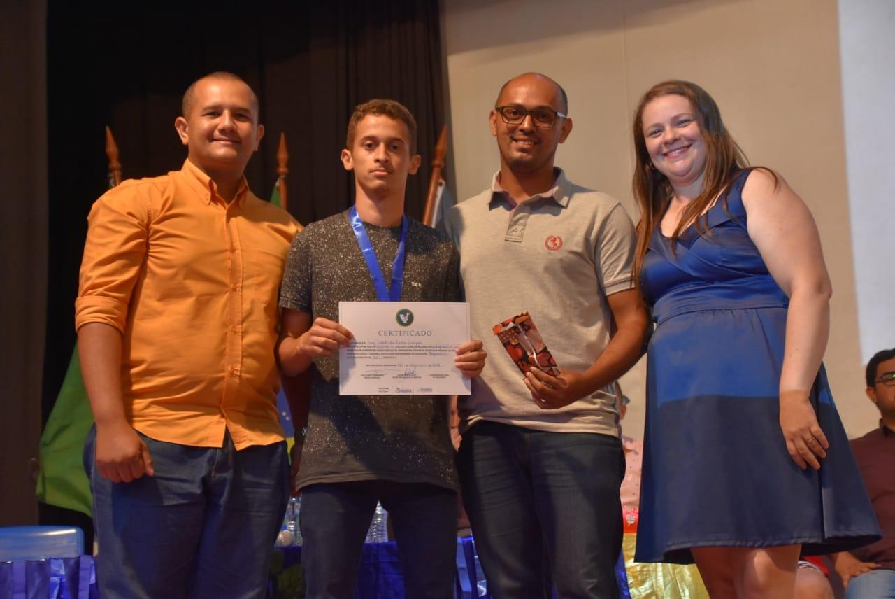 Telecentro realiza entrega de certificados para formandos do curso de Informática Básica