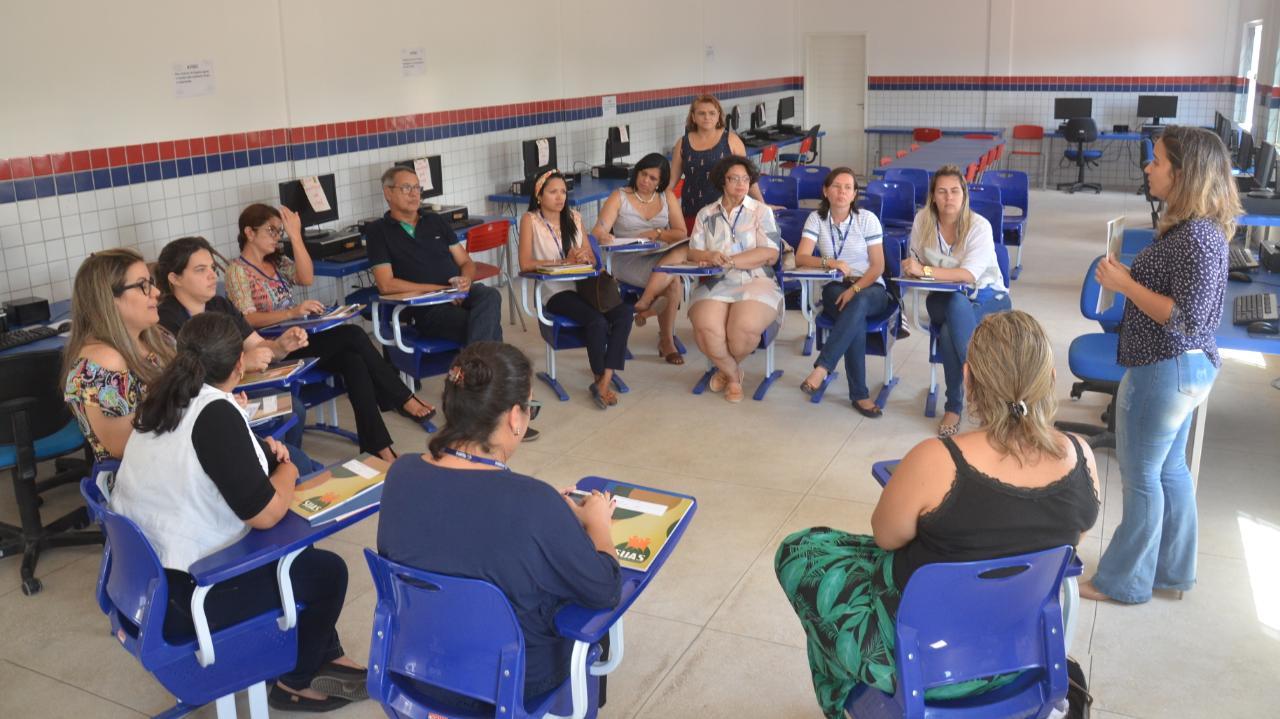 Assistentes sociais e psicólogos do município recebem capacitação
