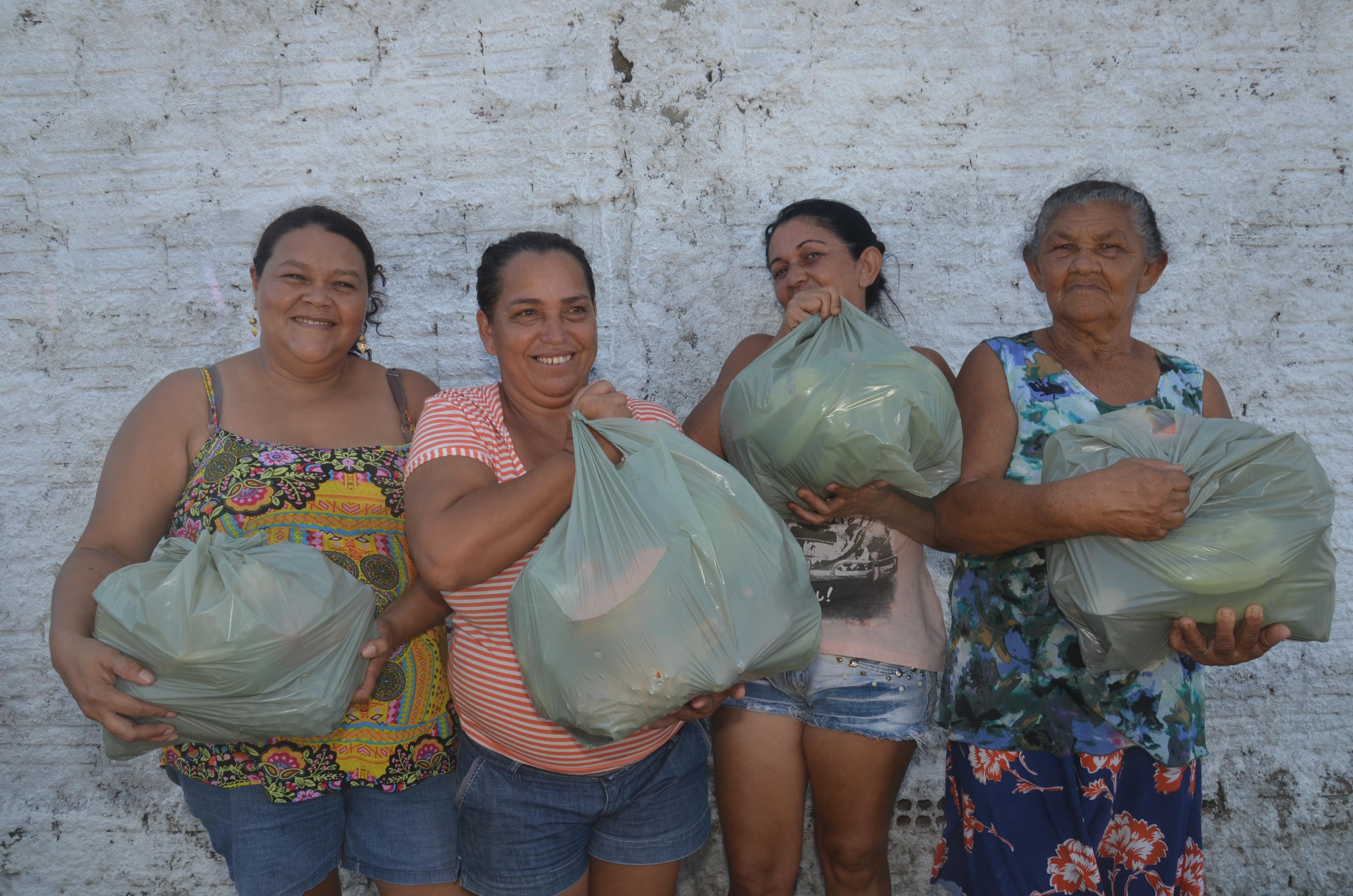 Assistência Social: Prefeitura realiza entrega de cestas de frutas para famílias do município