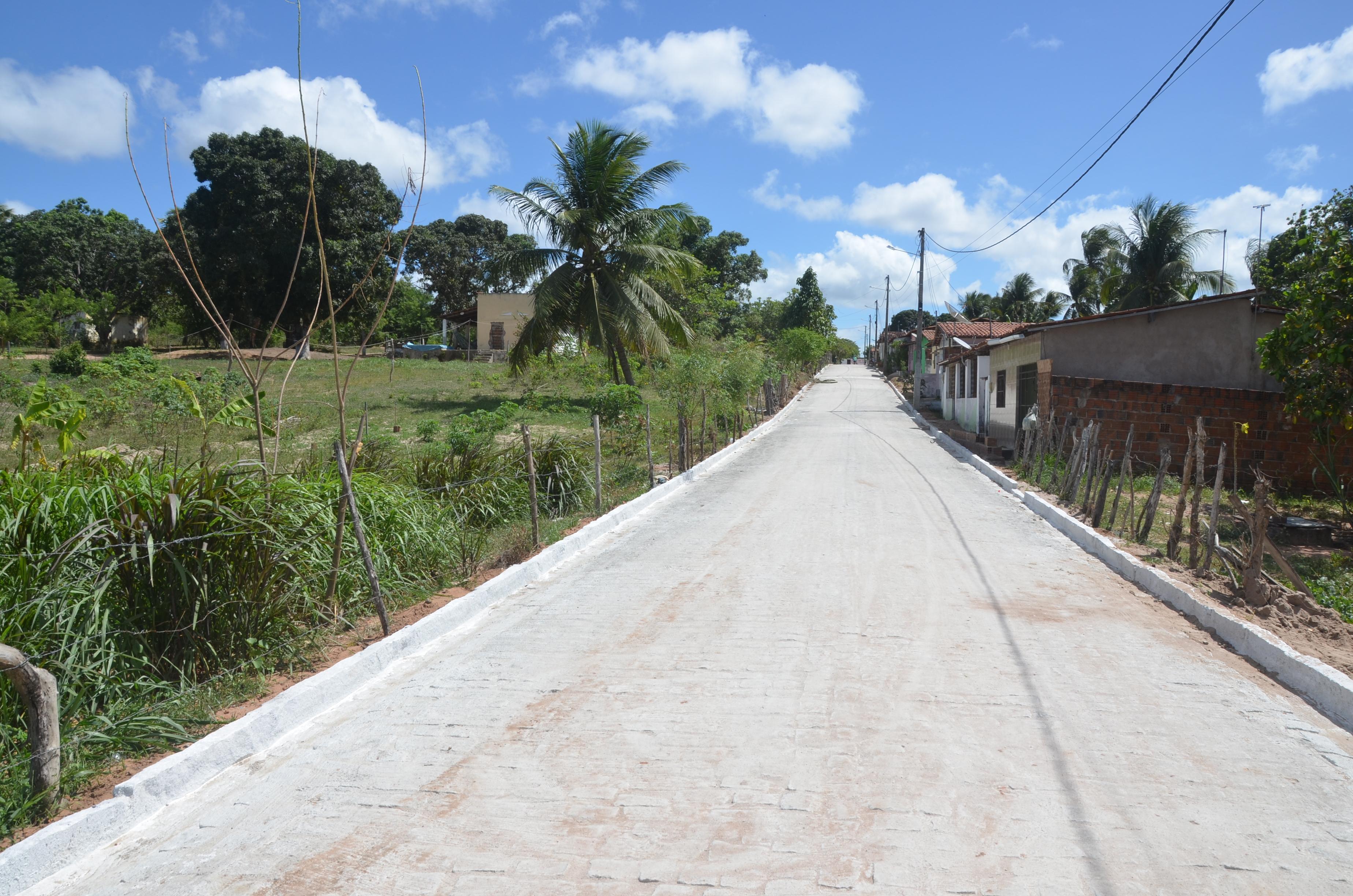 Sonho de 19 anos: moradora agradece à Prefeitura por obra de pavimentação
