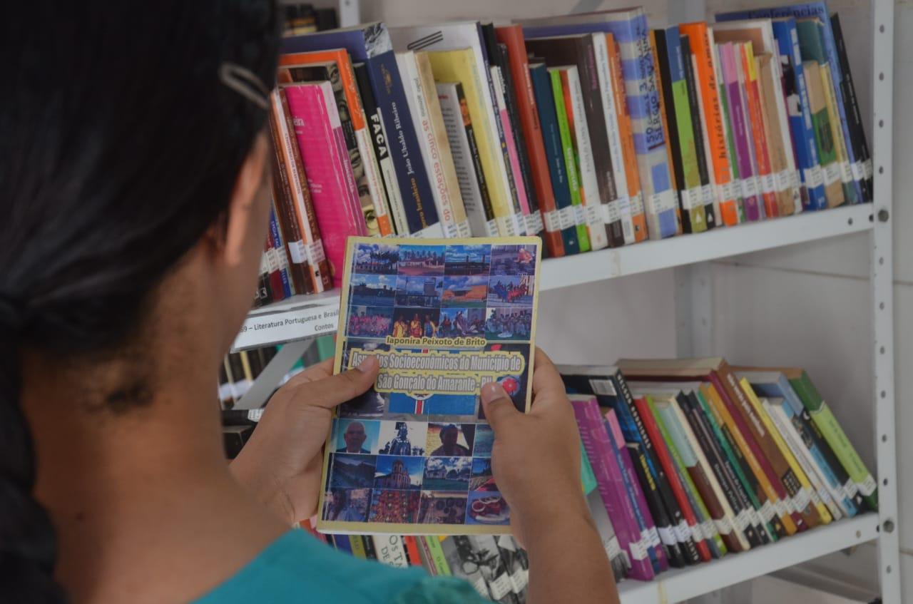Leitura nas férias: conheça a Biblioteca Municipal Dona Militana