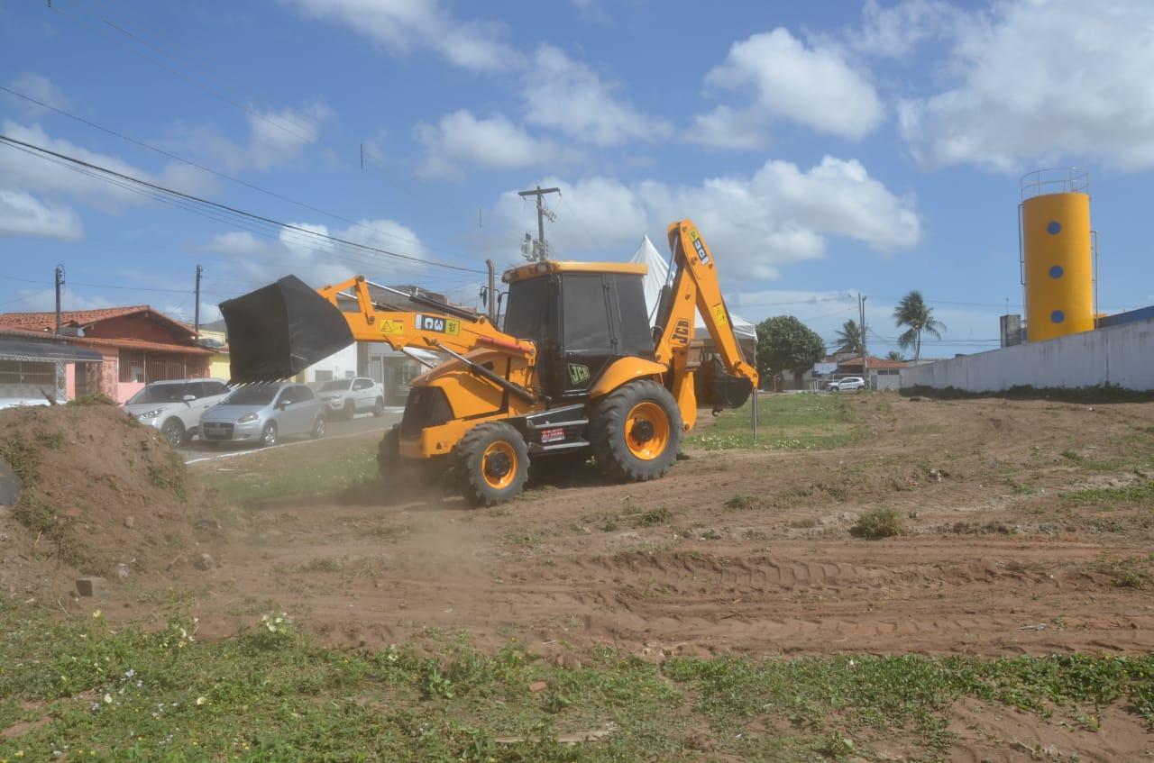 Assinada ordem de serviço para construção de praça multiuso no bairro Jardim Lola