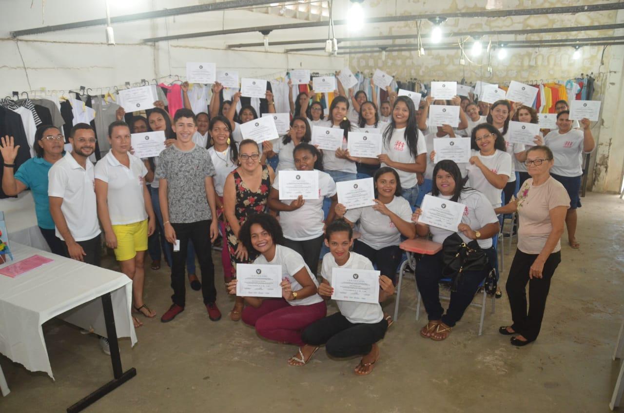 Qualificação: concluída mais uma turma do Curso de Costura Industrial