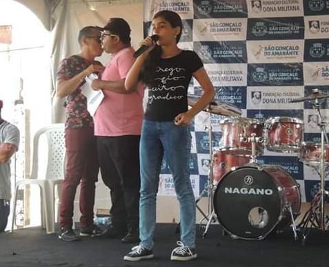 Troféu Ademilde Fonseca: iniciado concurso que irá apresentar a mais bela voz estudantil de São Gonçalo