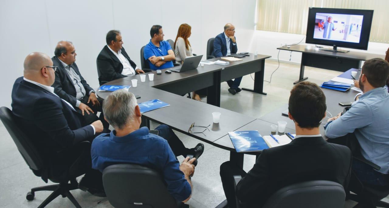 Prefeito de São Gonçalo recebe grupo americano para discutir implantação de um centro de distribuição de fármacos no município