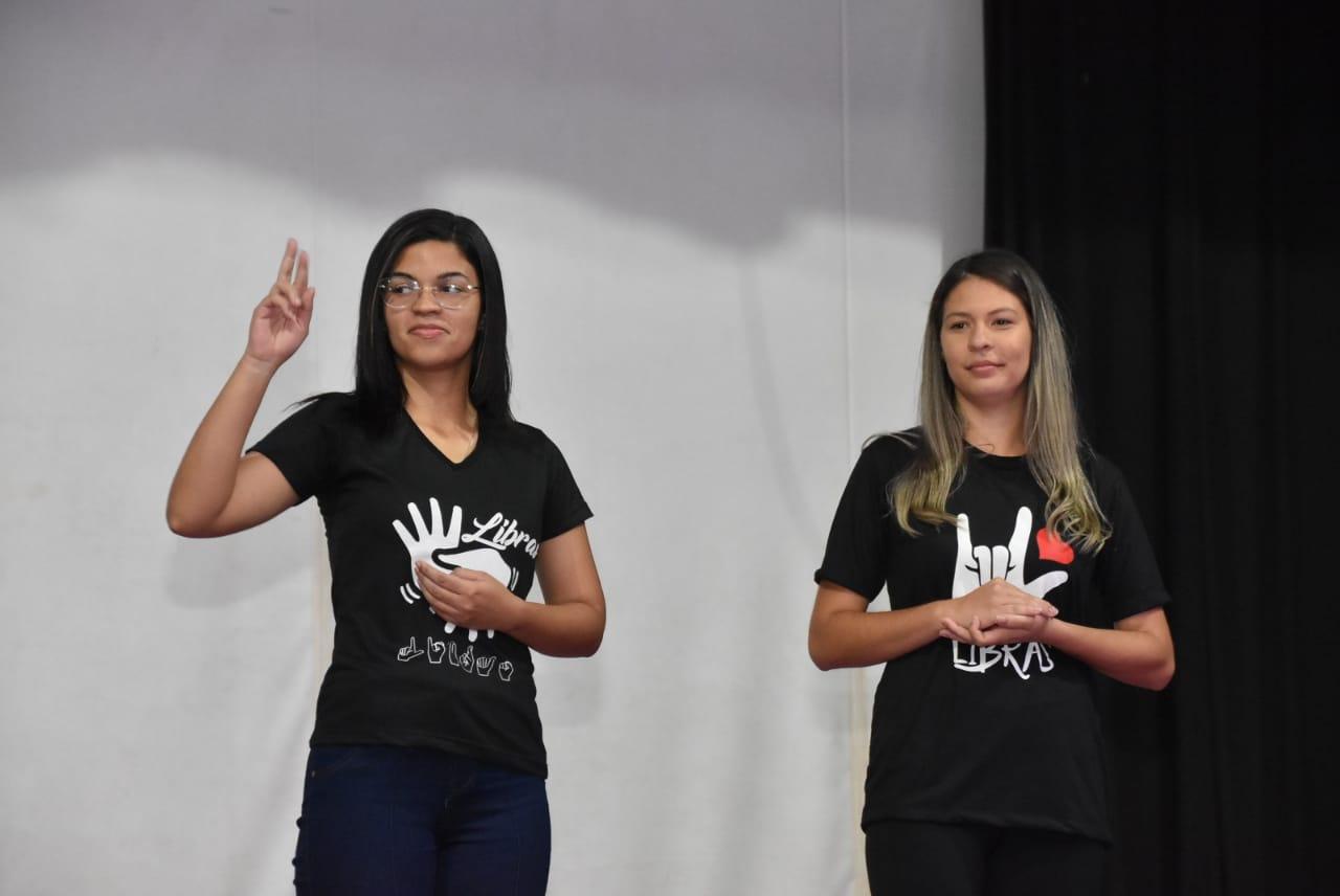 Setembro Azul: CMAEE realiza encontro em comemoração ao mês da visibilidade da Comunidade Surda Brasileira