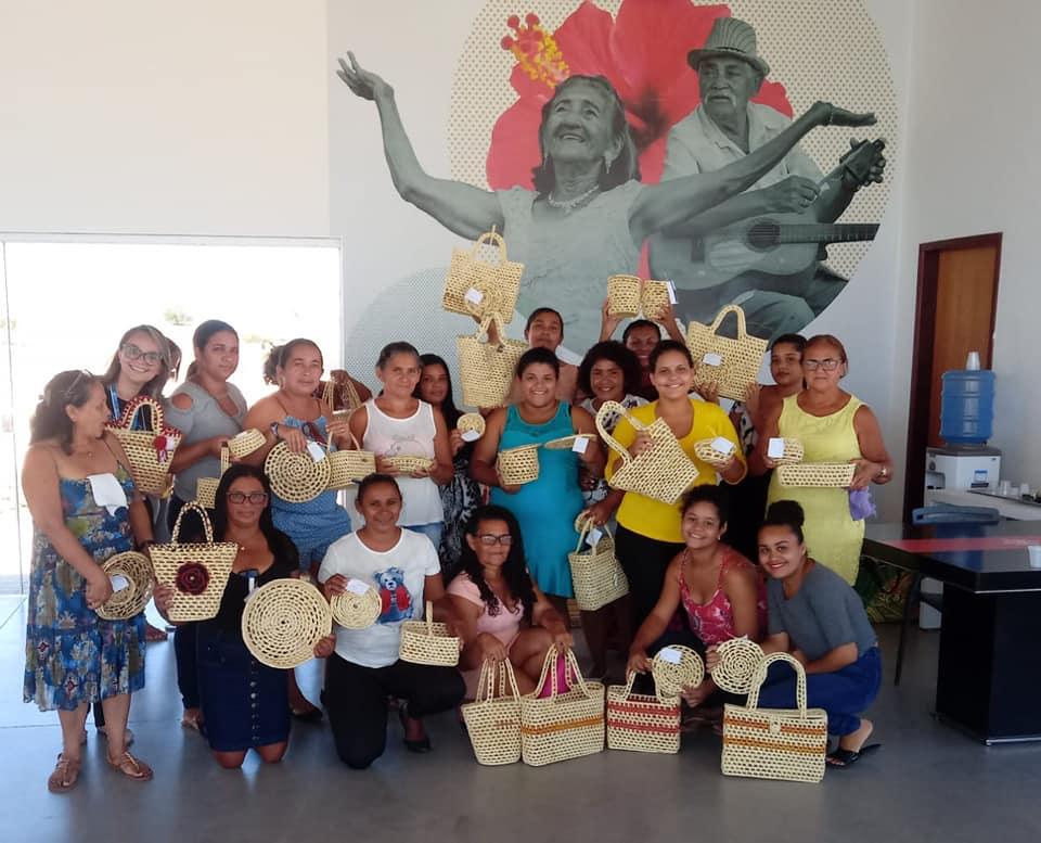 Artesãs de Maçaranduba participam de curso de artesanato em fibra de carnaúba