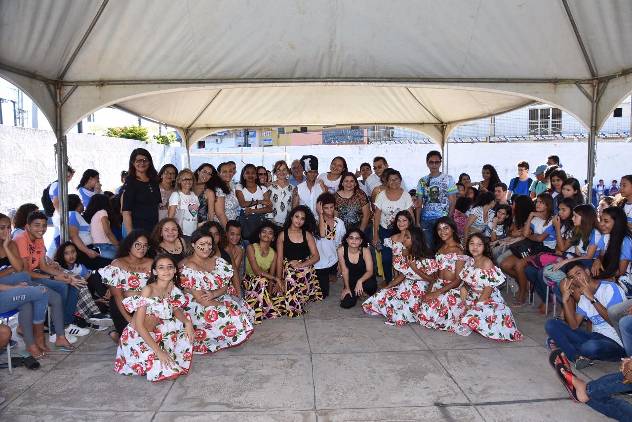 """Escola Vicente de França promoveu mostra cultural """"Brasil Mostra a Tua Cara Negra"""""""