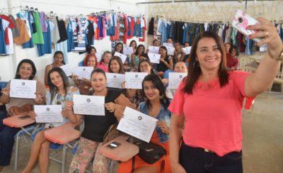 Prefeitura Municipal realiza entrega de certificados para alunos do curso de costura industrial