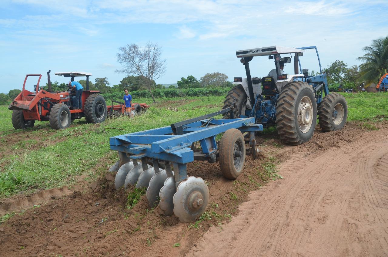 Prefeitura retoma atividades do programa corte de terra em propriedades de agricultores do município