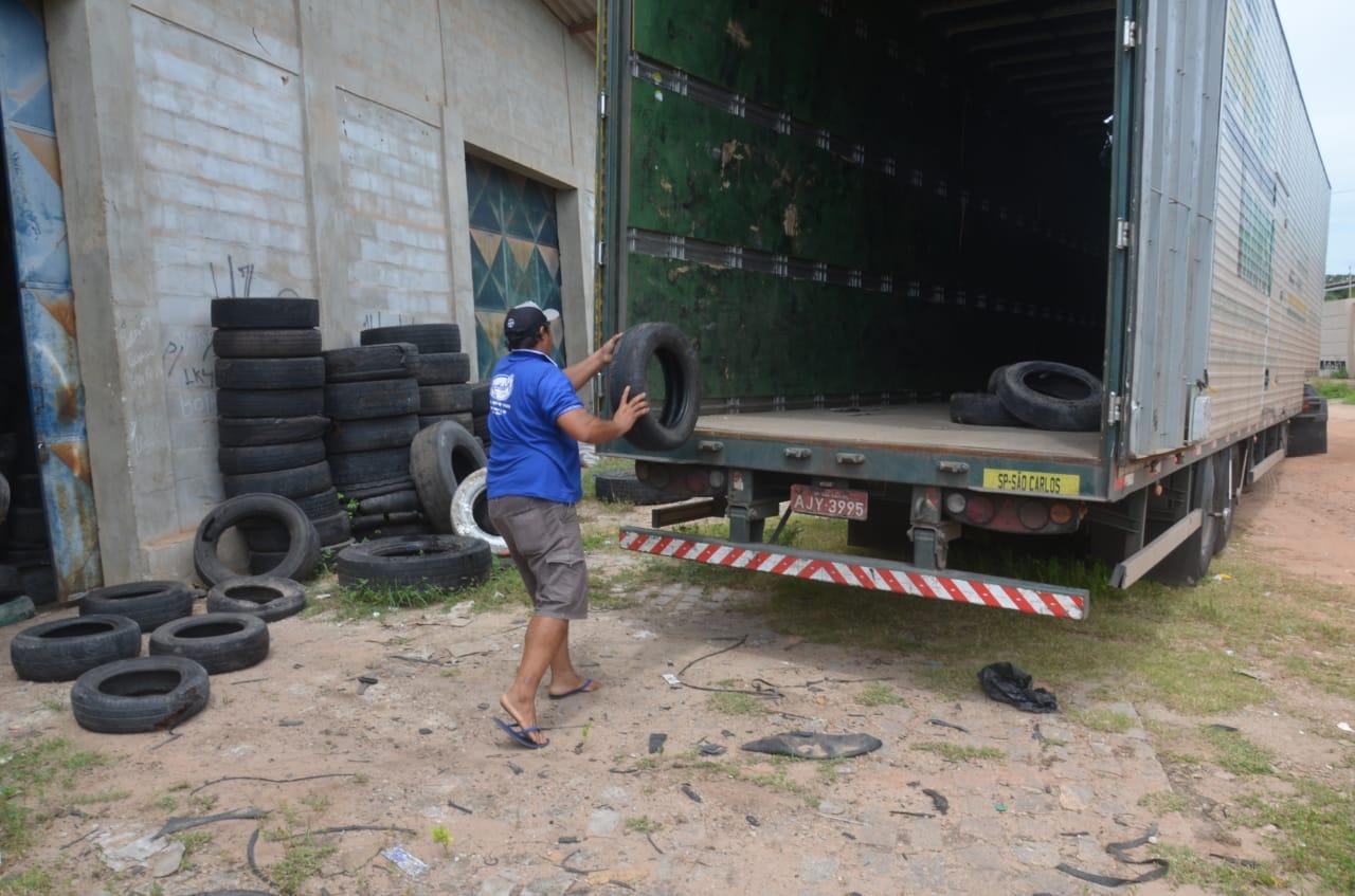 Saúde e meio ambiente: prefeitura realiza coleta de pneus em estabelecimentos do município