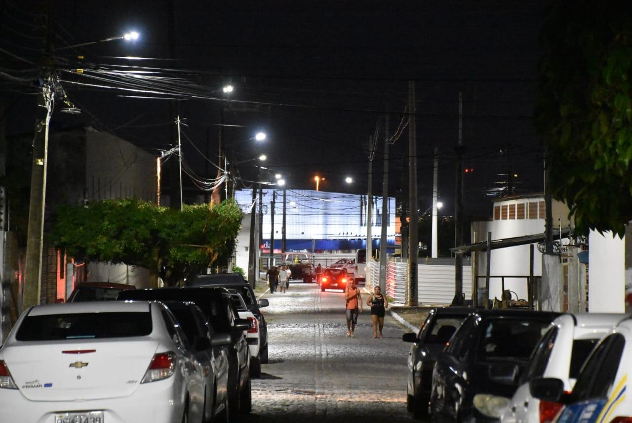 Prefeitura de São Gonçalo entrega iluminação de LED da Serrada