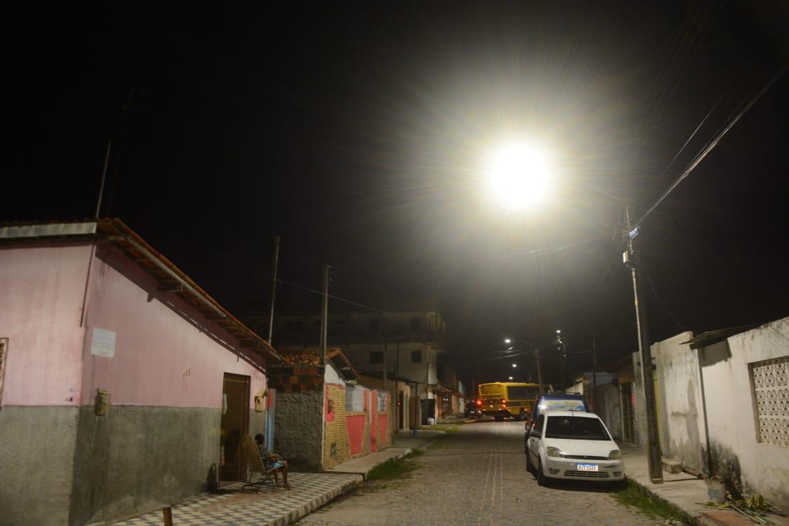 Prefeitura de São Gonçalo entrega iluminação de LED no bairro Golandim