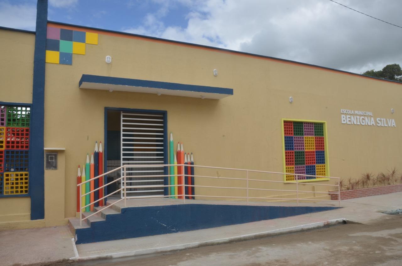 Prefeitura de São Gonçalo entrega reforma e ampliação da Escola Municipal Benigna Silva em Oiteiros
