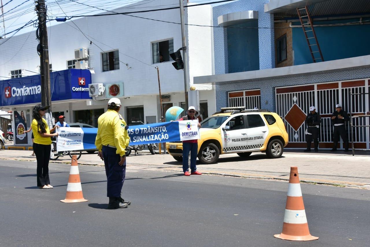 Demutran promove ações do 'Maio Amarelo'; campanha reforça a  conscientização no trânsito
